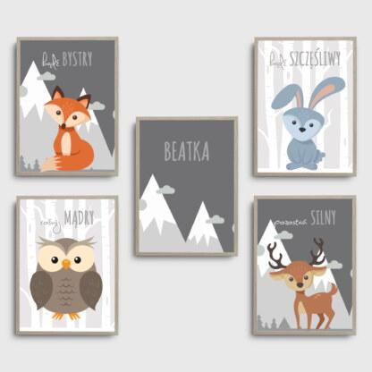 Zestaw ozdób plakatów do pokoju dziecięcego ze zwierzątkami leśnymi, napisami i możliwością umieszczenia imienia dziecka