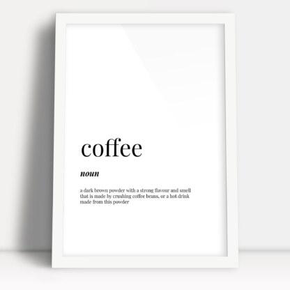 plakat do kuchni kawa z angielską definicją słowa coffee oprawione w białą ramę do powieszenia w kuchni