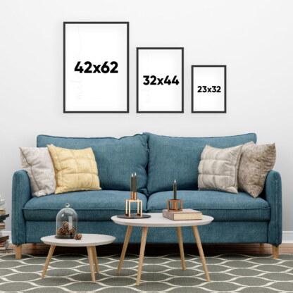 rozmiary plakatów na ścianach, wymiary A4 ile wynosi, oraz A3 i A2 na tle kanapy